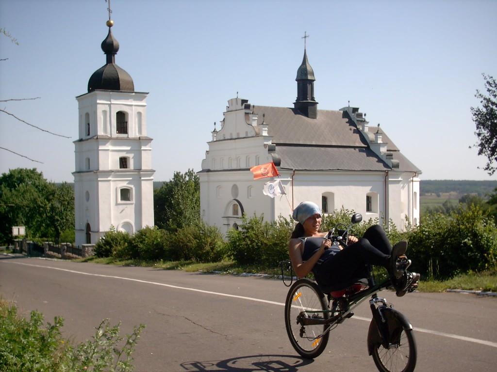 Церковь в селе Суботов (она же изображена на купюре 5 грн)