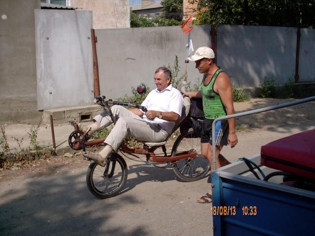 Петр Зотович обучает директора Днестровского Национального Парка езде на лигераде Фото А. Ганшина