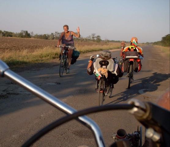 Встречная велотуристка Фото: Алексей