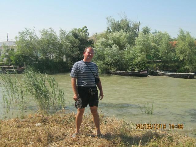 Игорь Галанин напротив канала фото: Карина