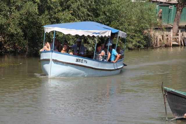 Экскурсионная лодка Фото: Соло