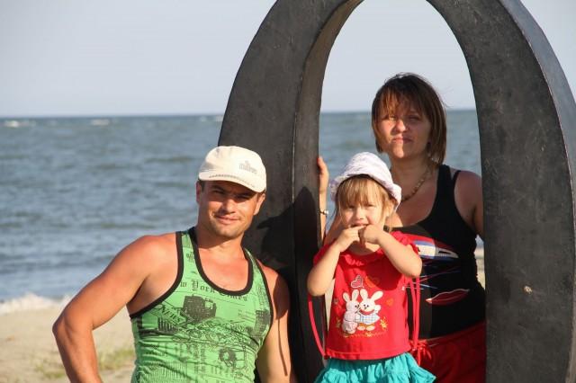 Пётр и Светлана Зотовичи - наши организаторы, а также их дочь Эвилина.  фото: Соло