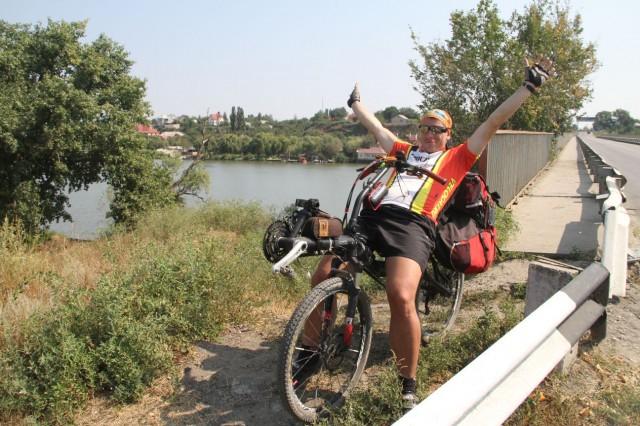 Соло после проезда моста через Днестр