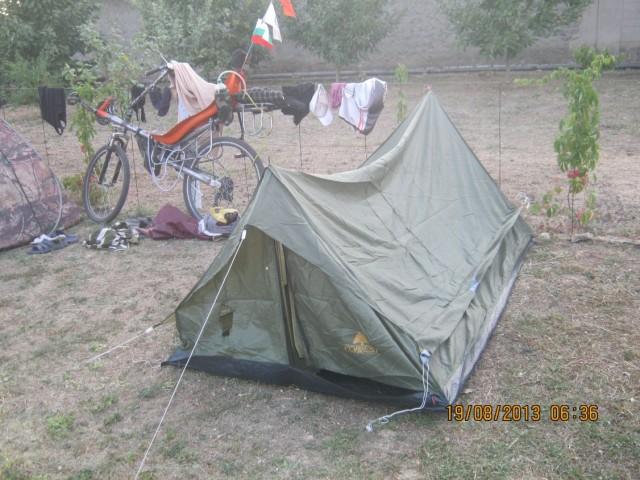 В этой палатке спал я