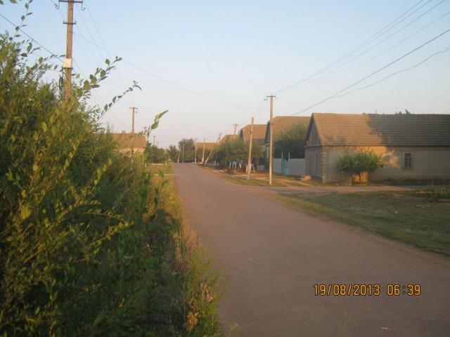 Одна из улиц села Кулевча ранним утром