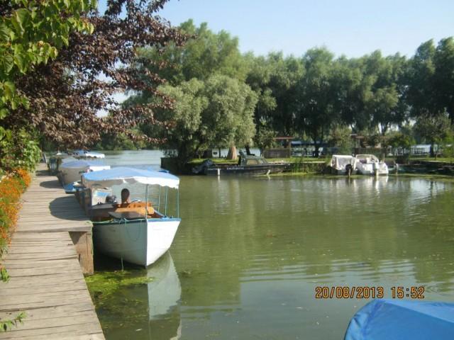 Стоянка экскурсионных лодок