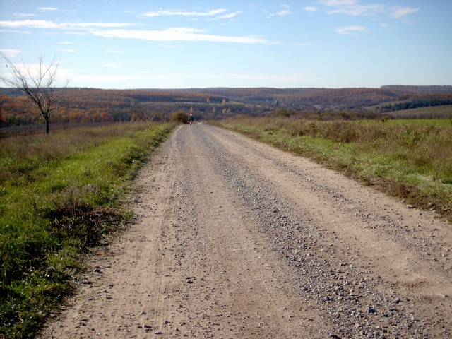 Карина поднимается на холм (подъём длинной 1.2 км)