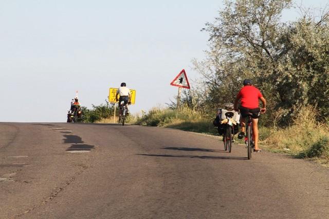 Местный подросток-велосипедист