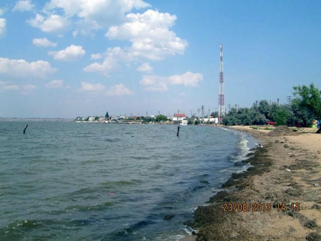 Вид на близлежащий прибрежный поселок