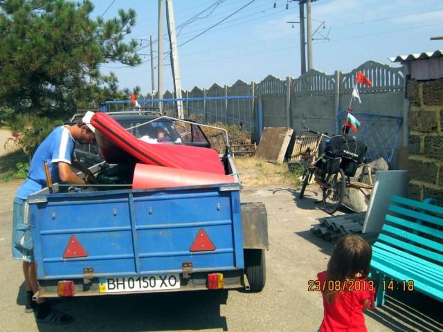 Автомобиль сопровождения на территории кемпинга