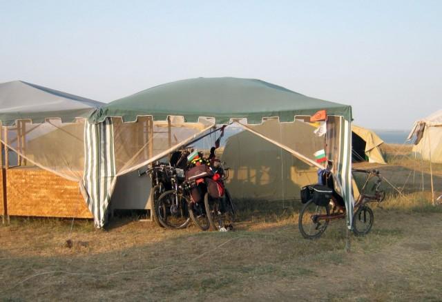 Стоянка для наших лигерадов в шатре