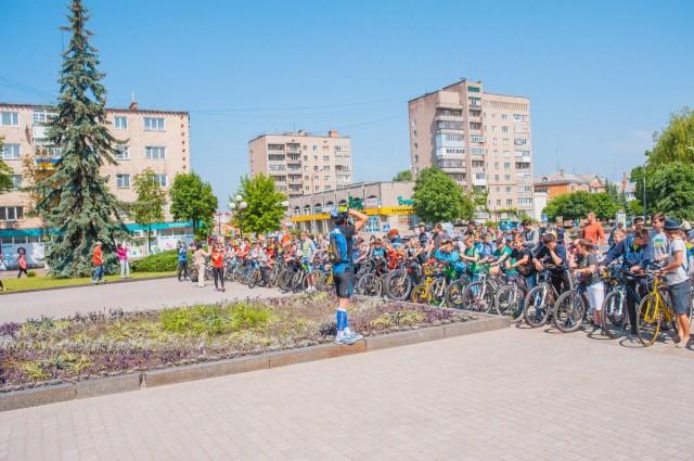 Фініш 8-кілометрового велопараду. Усі переможці. Фото: Андрія Сороки