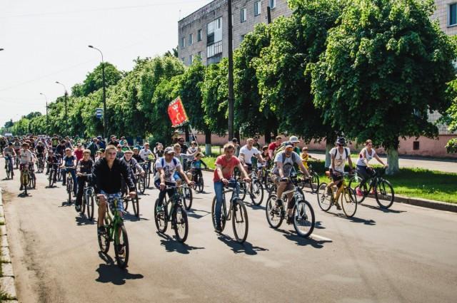 Учасники велопараду із прапором м.Ковеля. Фото: Руслана Шпоти.