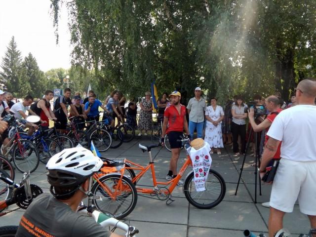 """Привітання Велопробігу """"Захід-Схід"""" у Чигирині"""