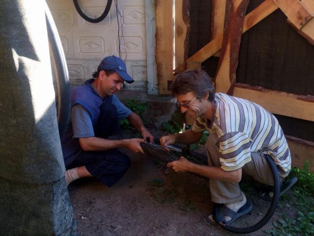 Юрій і Олексій за роботою над гостьовим лігерадом