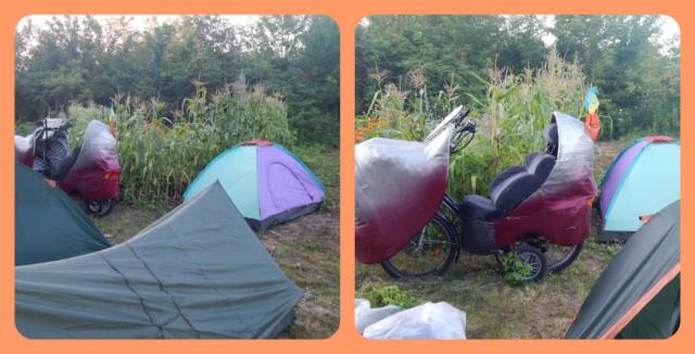 """Лігерад """"Комфорт-01"""" у таборі біля наметів."""