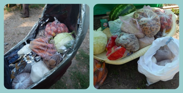 """""""Комфорт-01"""" на базарі виконував роль тележки супермаркета і ці всі продукти, крім кавуна, були розміщені в багажнику лігерада."""