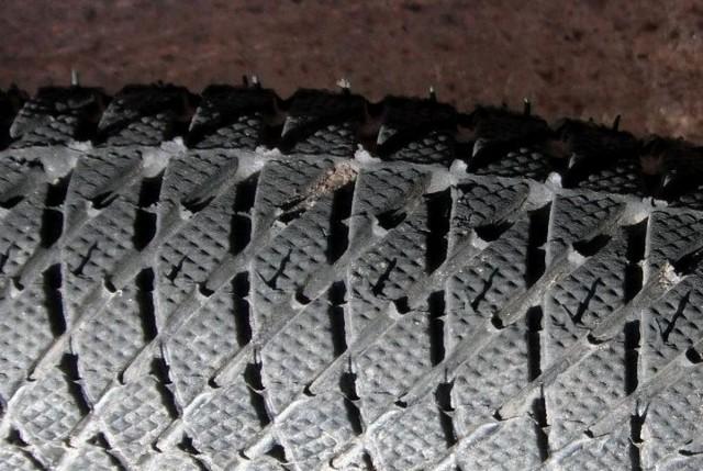 Знос протектора ззовні - потрібно розвести колію.