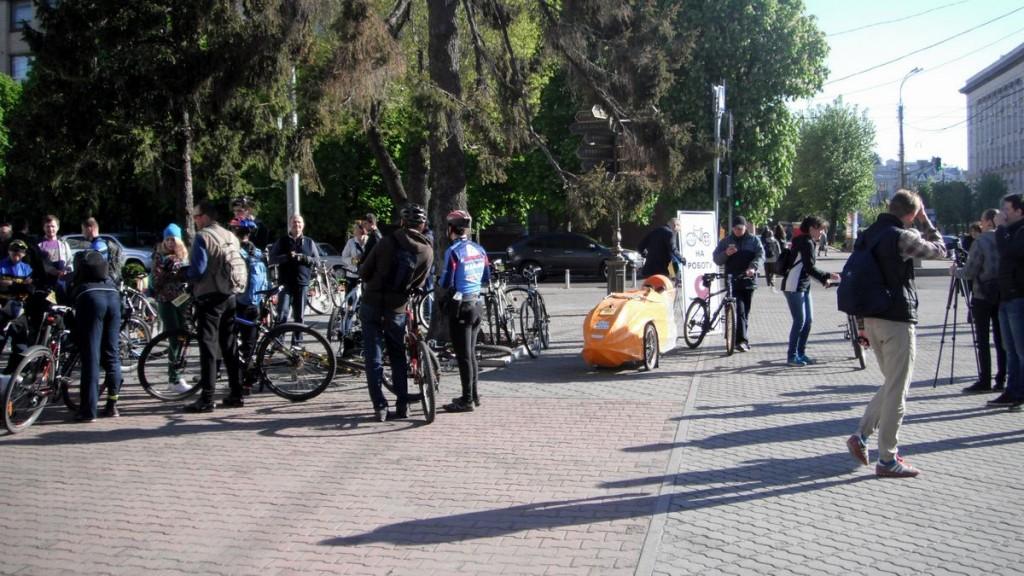 """Акція """"Bike 2 Work"""" біля міськиради"""