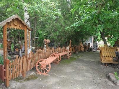 Подвір'я музею В.Наконечного