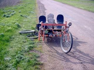 Клеем колесо