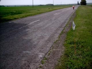 Метка №1. Лигерад стоит в 30-ти метрах. Это погрешность, вызванная ездой на спущенном колесе. Показания велокомпьютера - 1 км.