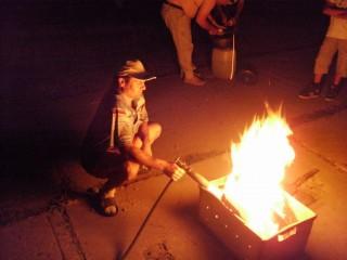 Зотович разжигает костёр