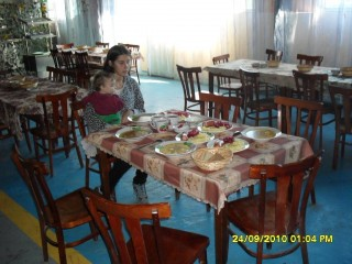 Карина и Семён в столовой