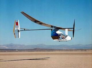 """Рекордный педальный самолёт """"Дедал"""" (пролетел более 100 км над океаном)"""